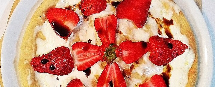 Pizza con fragole e mascarpone